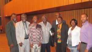 Gruppenphoto mit dem Botschafter (Mitte)
